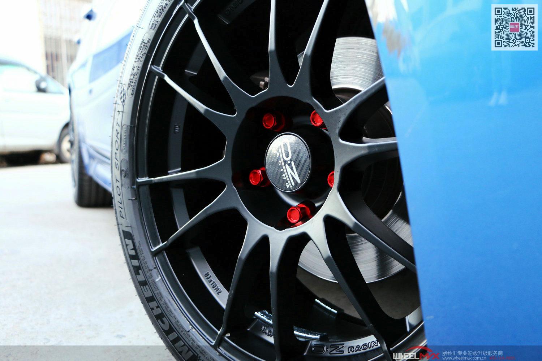 宝328i安装意大利OZ Ultraleggera哑光黑色和BLOX红色