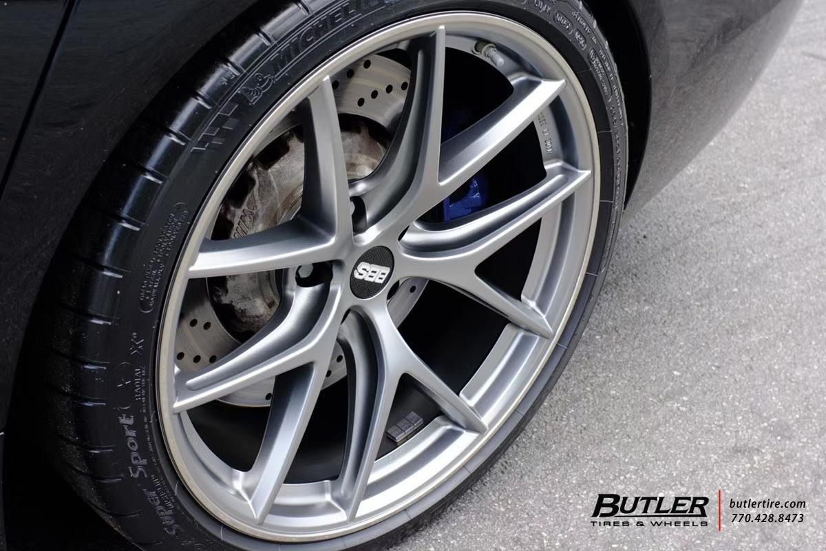 宝马M5安装高品质滚锻工艺的高强度BBS CI-R轮毂