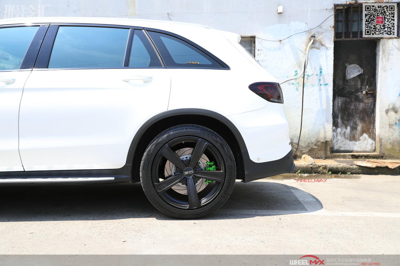 奔驰GLC300 4Matic和意大利高品质OZ轮毂的合影