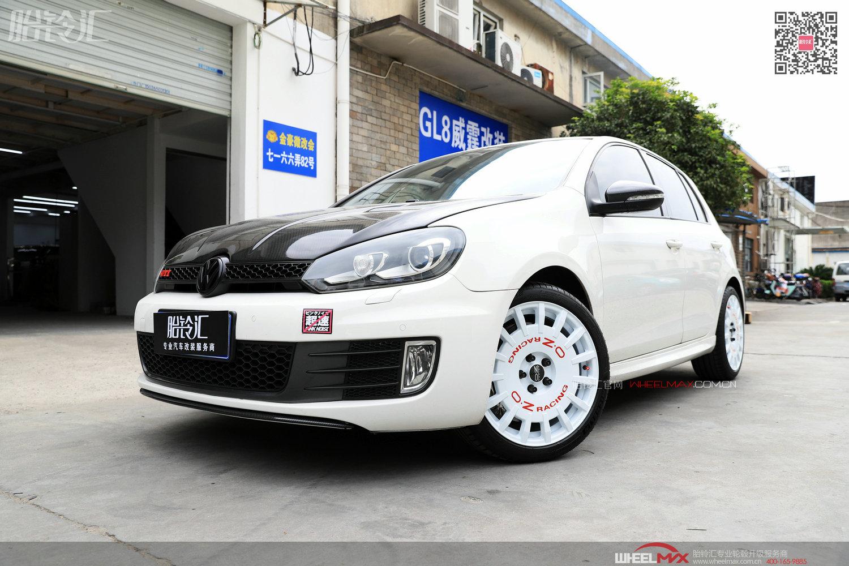 大众高尔夫GTI安装意大利OZ轮毂Rally Racing白色大饼
