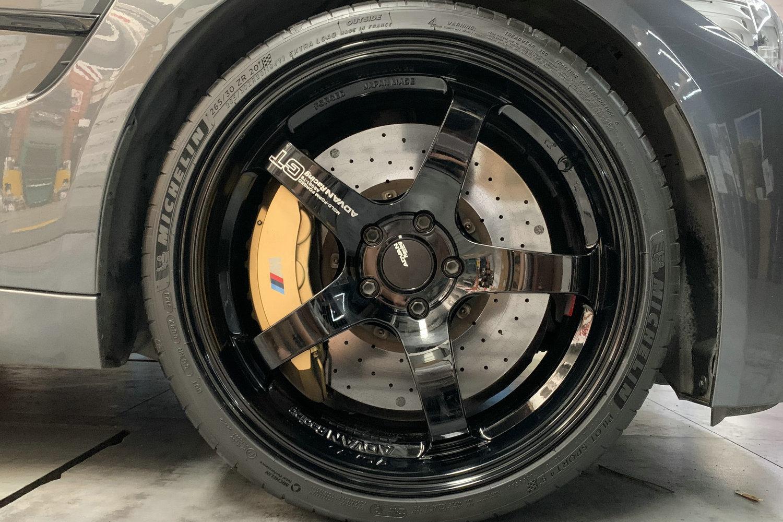 宝马M3安装日本Advan Racing GT刻字版轻量化轮毂